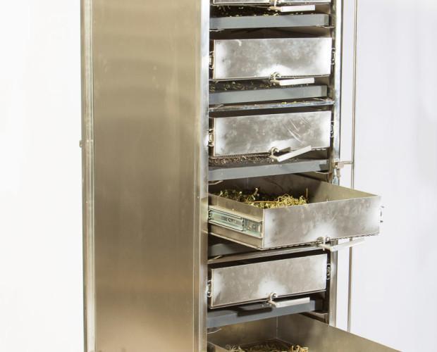 Secadores de plantas aromáticas. Este secadero se compone de un conjunto de cajones, colocados unos sobre otros, que reciben una emisión de infrarrojo...