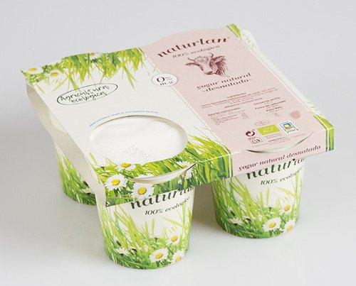 Yogur Natural Desnatado. Leche desnatada pasteurizada de vaca con  fermentos lácteos