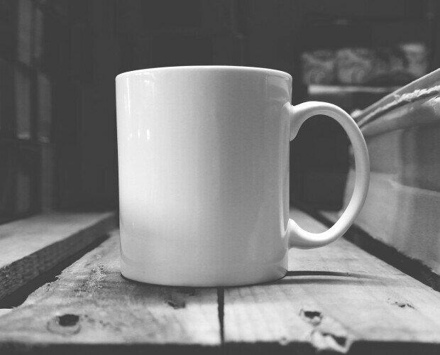 Taza Mug . Taza mug blanca fabricada en porcelana para promoción