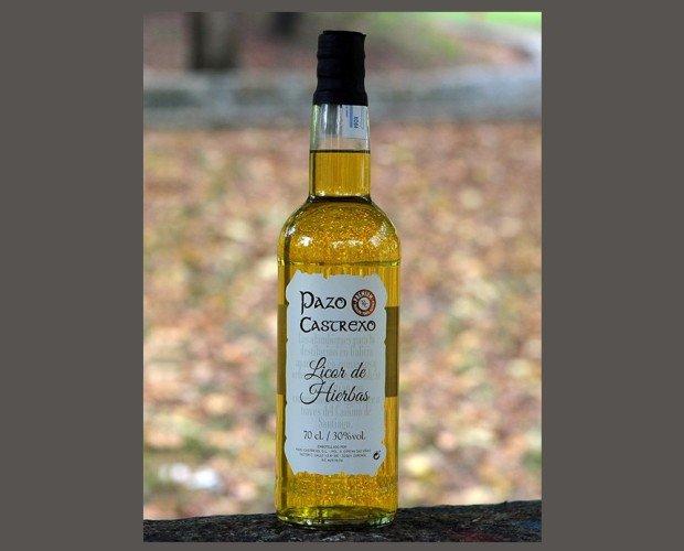 Licor de hierbas. De la maceración de distintos tipos de hierbas en estupendo destilado de aguardiente, obtenemos este aromático espirituoso de arraigada...
