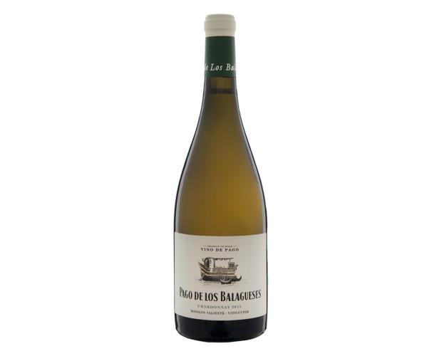 Pago de Los Balagueses (Chardonnay). De color amarillo ligeramente subido, destellos dorados y lágrima de gran densidad