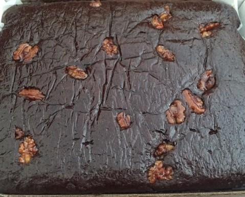 Planchas de Pastelería.Bizcocho de chocolate con nueces