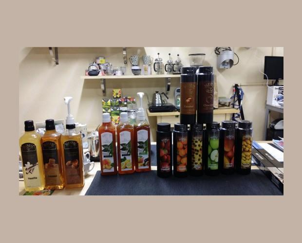 Variedad de productos. Purés de fruta, salsas, concentrados de te frío...