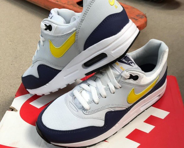 Zapatillas Nike. Zapatillas Nike Blancas, azul y amarillo
