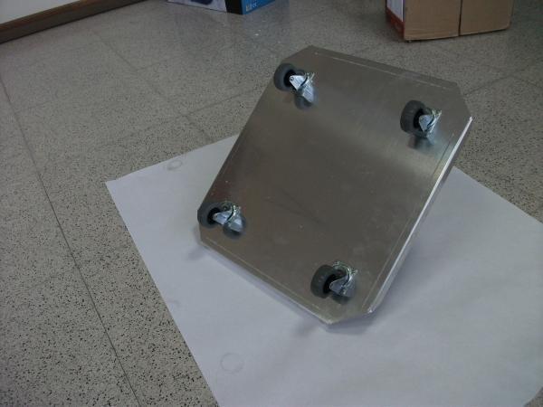 Bases con ruedas. Chapas de aluminio, muebles, estampación metálica