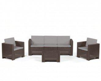 Mesita, sofá  y 2 sillones. Completo conjunto de mobiliario para utilizar en exterior