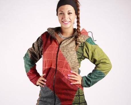 Abrigo Pumori. Elaborado telas de diferentes colores y forrado con tejido polar