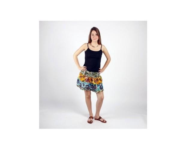Falda corta estampada. Falda elaborada en algodón 100% y trabajada a partir técnica del patchwork