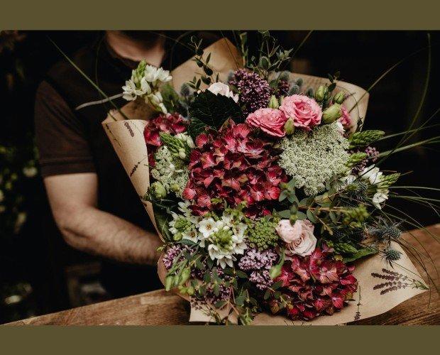 Flores a domicilio baratas Madrid. Realiza tu pedido a domicilio sin salir de casa a través de nuestra tienda online.