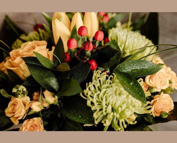 Arreglos florales baratos Madrid. Solo trabajamos con flores frescas y de temporada en todos nuestros arreglos florales