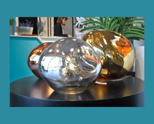 Lámparas de Mesa.Nuestras colecciones completas incluyen lámparas de mesa, de pie y colgantes.