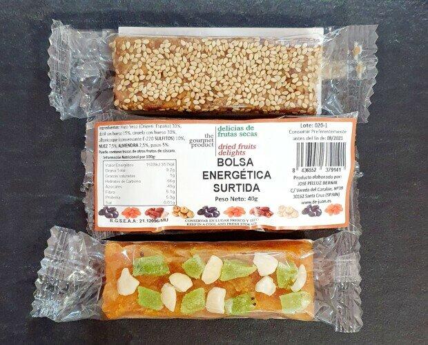 Barritas energéticas natural.. Variedad de barritas energéticas natural con sabores de frutas y frutos secos y miel.