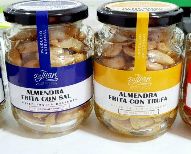 Almendra frita sal Trufa/ Romero. Una selección de frutos secos con sabores trufa romero pimentón picante
