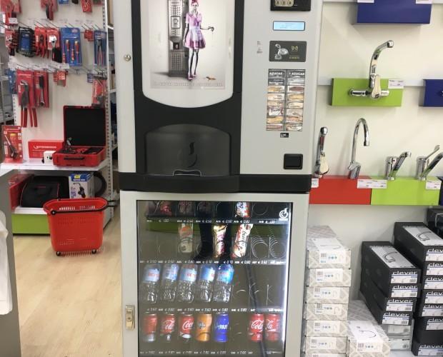 Máquina combinada. Maquina de café y bebidas frías