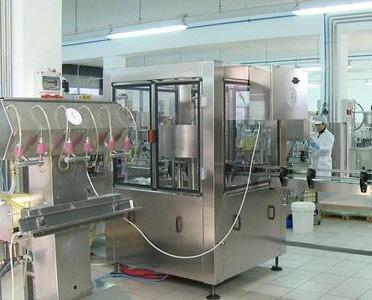 Planta embotellado. Eva Pímez 1920™ son destilados de alta calidad