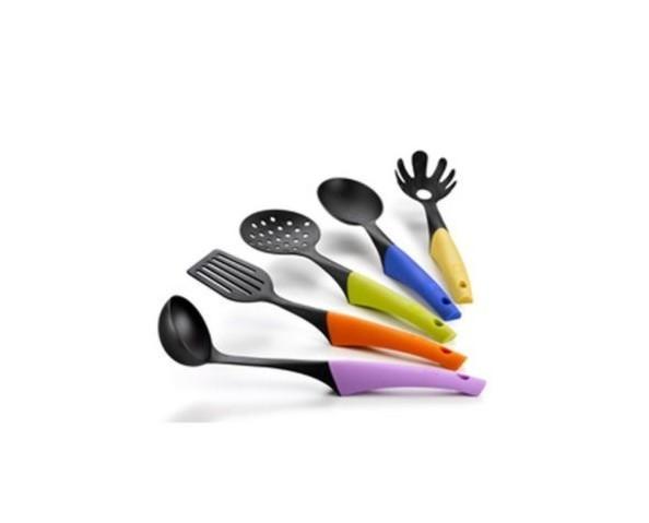 Utensilios de Cocina. 5 Espátulas fabricadas en nylon y silicona