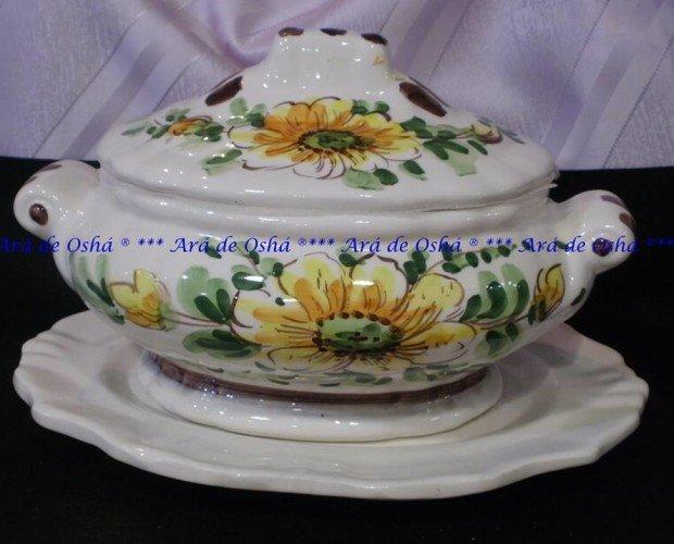 Sopera de barro vitrificado con plato. Modelo flor amarilla.