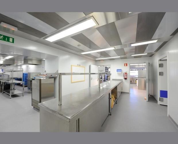 Mesas para trabajo. Mesas de trabajo en cocinas industriales