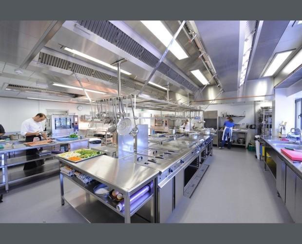Mesas de hostelería. Mesas calientes para cocinas industriales