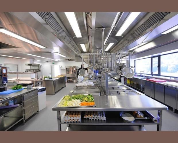 Cocinas en inox. Cocinas, mesas de trabajo, mesas calientes, etc