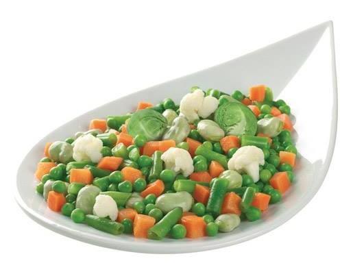 Verduras mixtas. Una extensa gama de verduras crudas ya limpias