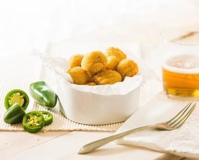 Cheddar jalapeños bites. La combinación del rebozado crujiente con el queso cremoso y el toque picante