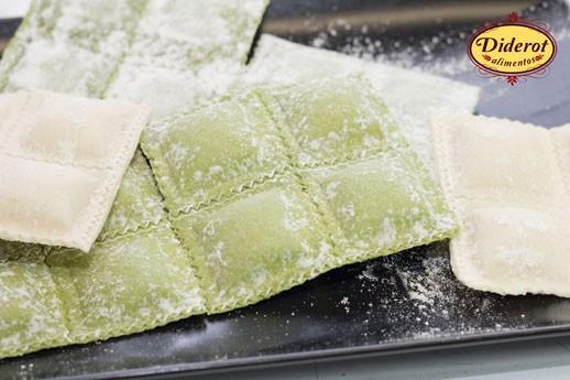 Pasta. Pasta Rellena. Pastas rellenas como sorrentinos, raviolones, ravioles