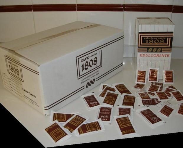 Azúcar y edulcorante. Los comercializamos como parte del servicio