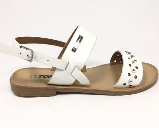 Sandalias blancas. Marcando tendencia