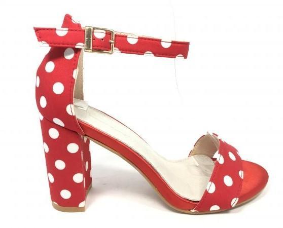 Zapatos rojos con pepas blancas. Gran variedad de modelos