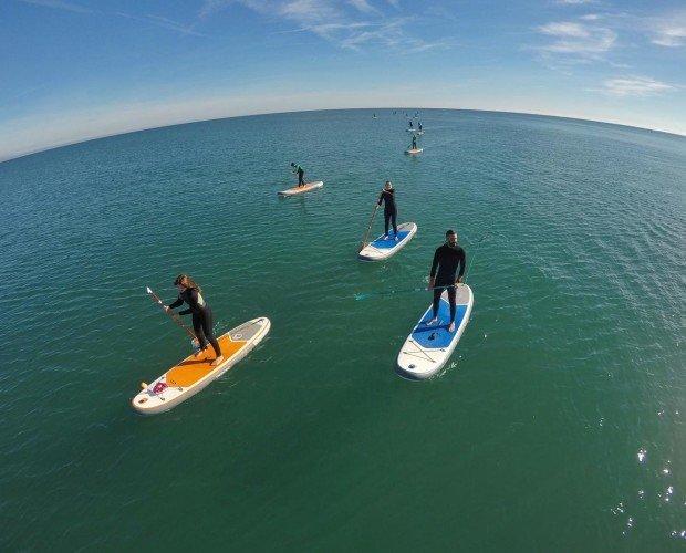 Clase de paddle surf. Formación en deportes de playa