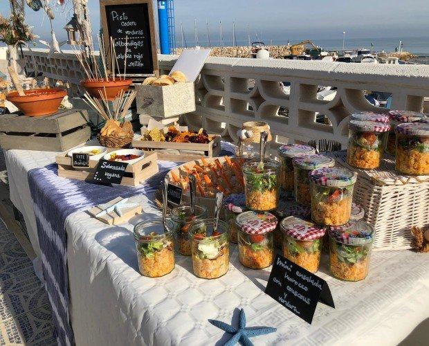 Catering en la playa. Disfrute de nuestra comida