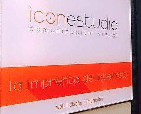Cartelería.Cartel Icon Estudio, comunicación visual