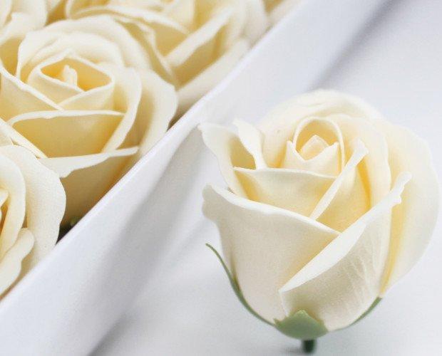 Flores de Jabón. Deja caer las flores en el baño y se disolverán en jabón.