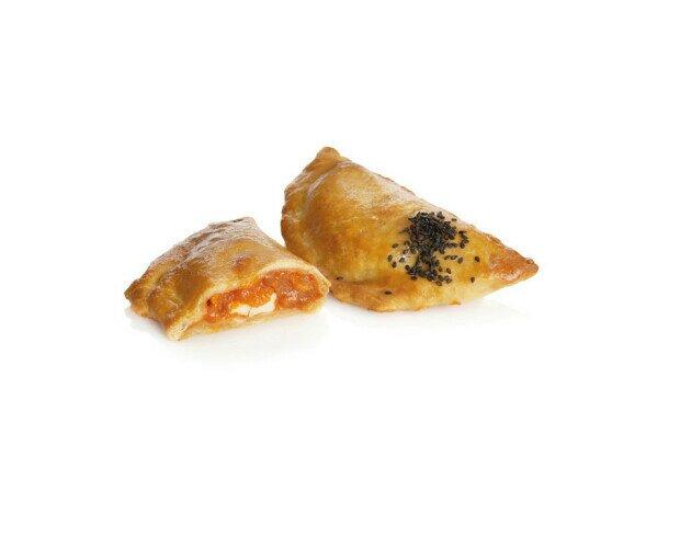 Empanadilla al Pisto. Su origen se remonta a la costumbre de rellenar panes con viandas o vegetales
