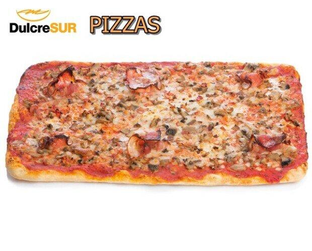 Pizzas. Variedad de pizzas enteras y en porciones