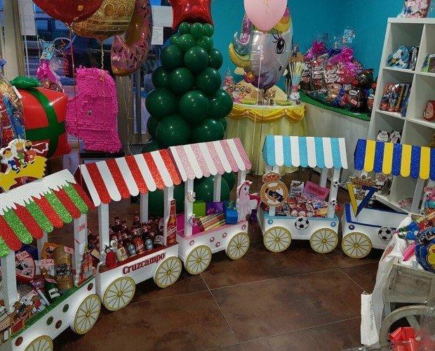 Nuestra tienda. Carritos y globos para comunión estuches, cumpleaños, bodas.