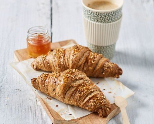 croissant cereales. croissant cereales mantequilla