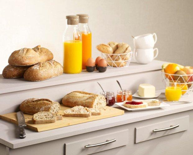 pan kilo. panes grandes buffet desayuno hotel masa madre
