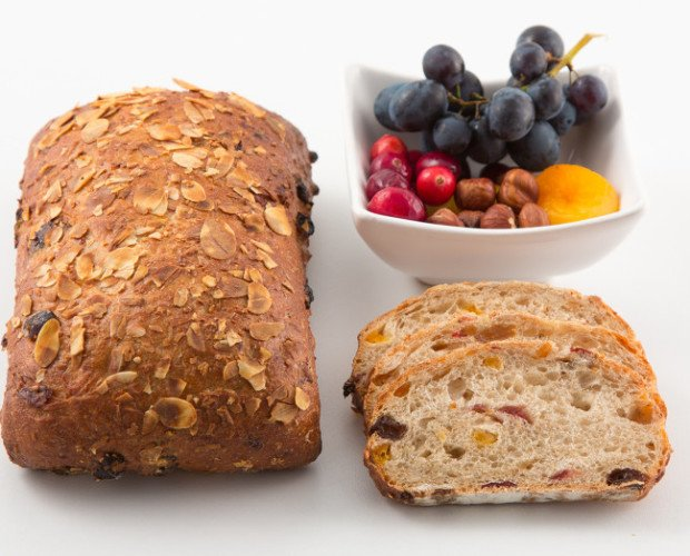 pan muesli. pan de frutos secos avellana cramberries albaricoque pasas masa madre natural