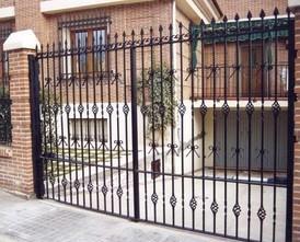 Puerta de forja. Artesanía de forja