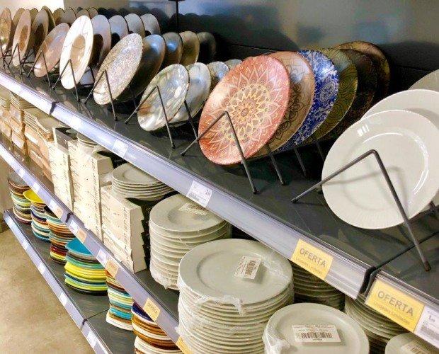 Platos. Gran variedad de platos, fuentes y bandejas.