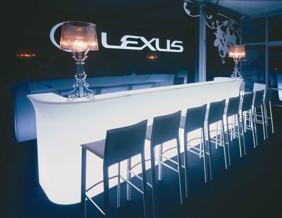 Im genes de tavolino for Mobiliario para bar
