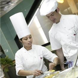 Escuela de Hostelería.Técnico en gastronomìa, master en cocina.