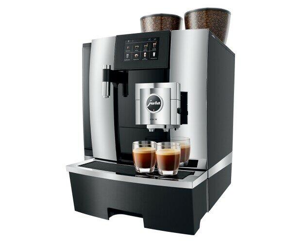 JURA GIGA X8. Diseño de salida combinada para hacer el café completamente a tu gusto.