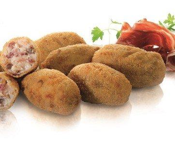 Croquetas de jamón ibérico. Croquetas selección Ingredientes nobles alta calidad Forma irregular estilo casero