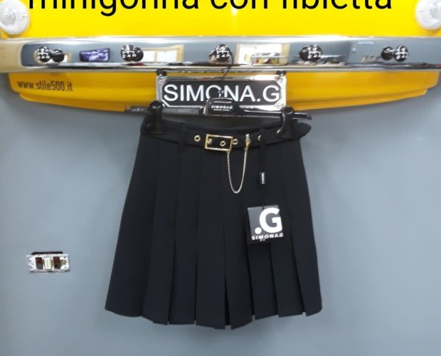Falda corta. Negro tradicional