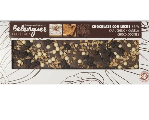 Chocolate con leche. Chocolate con leche, capuchino liofilizado, canela, galletas oreo y bolitas crujientes de chocolate blanco.