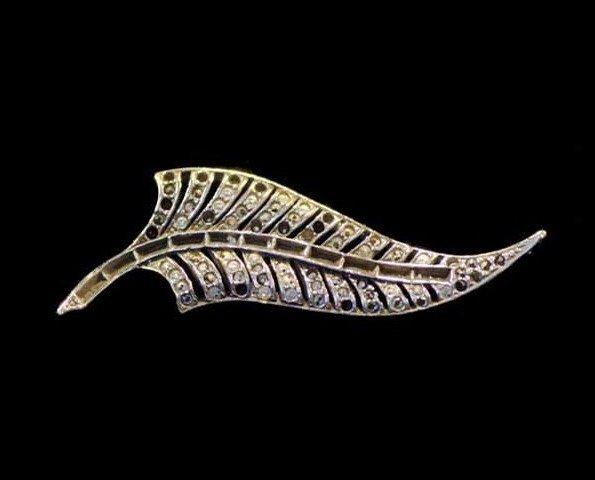 Adorno FNVG. Muestra bañada en plateado viejo, se puede decorar con símiles o esmaltes