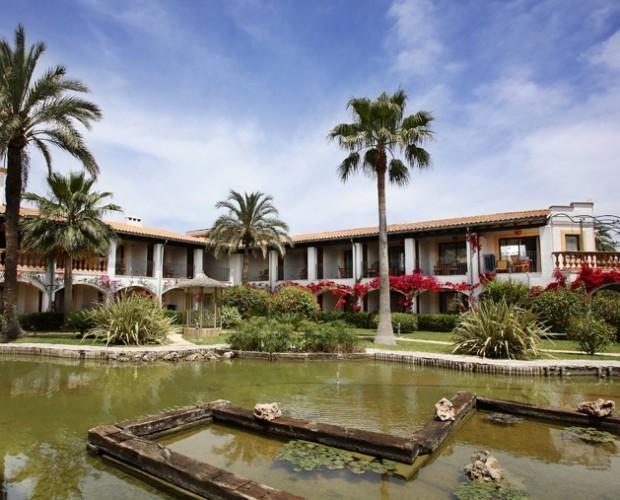 Hoteles.Nuestro hotel está en un centro deportivo de Mallorca